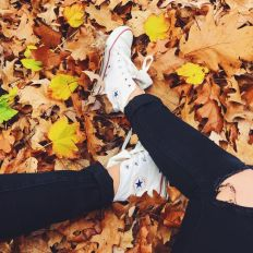 b10d0f07e343598cd3241c180c9b6ea3--converse-photography-fall-photography